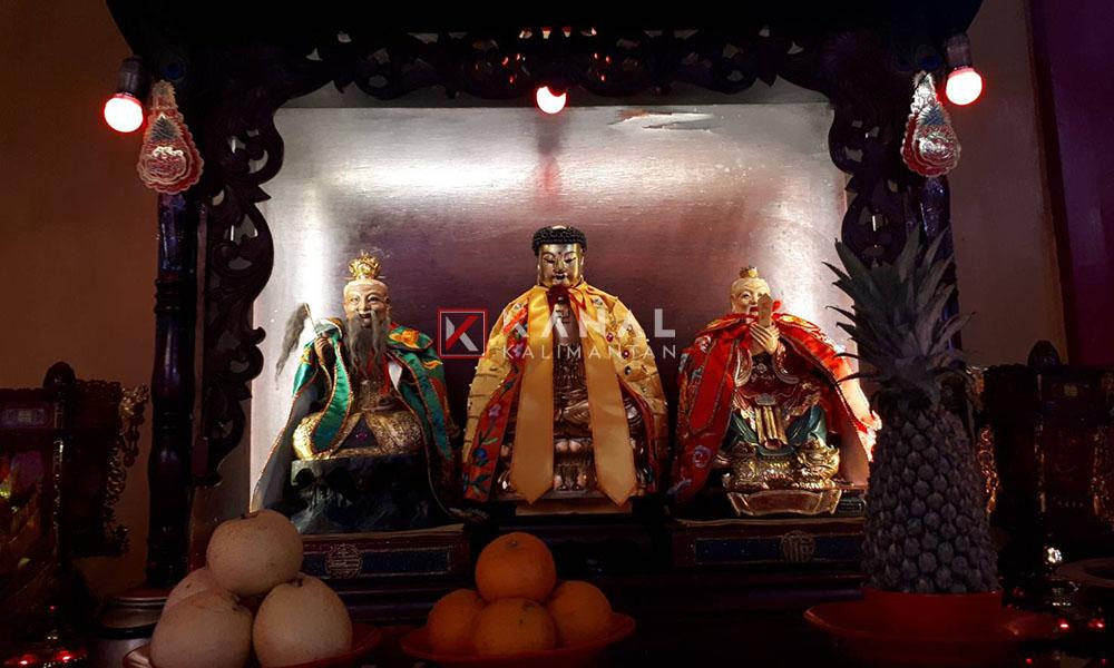 FOTO-6.Patung-Pendiri-Agama-Tridharma.-Kiri-ke-kanan-Thai-Sang-Lau-Cing-Buddha-Kong-Hu-Cu